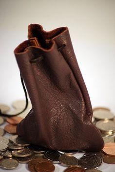 Medieval-Larp-SCA-Pagan-Reenactment Brown Leather DRAWSTRING MONEY POUCH/BAG: Amazon.co.uk: Toys & Games
