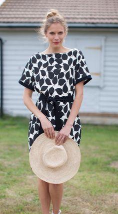 Elegant zwart/wit jurkje van People Tree. Nu te bestellen bij Solvejg Webshop