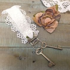 Lace Key fob wristlet, White lace and rosette | KF1