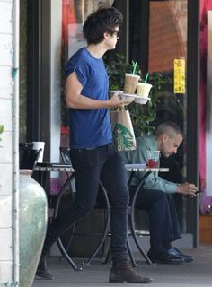 harry yet again looking hot with starbucks