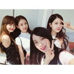 Uploaded by Find images and videos about kpop, rose and blackpink on We Heart It - the app to get lost in what you love. Blackpink Jisoo, Kpop Girl Groups, Korean Girl Groups, Kpop Girls, Kim Jennie, Yg Entertainment, Square Two, Foto Rose, Pre Debut