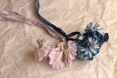 La Boutique Extraordinaire - Mode et Œuvres d'art textiles - 67, rue Charlot à PARIS ( FRANCE) -  Sophie Guyot  Rubans colliers en soie teints à la main - 48 €