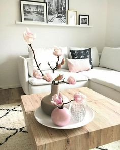 How to Brine and Roast Turkey with Homemade Gravy - Orion : Magnolia branches and matching pillow. Small Living Room Layout, Small Living Room Furniture, Living Room Furniture Arrangement, Small Living Rooms, Living Room Designs, Living Room Decor, Home Living, Dining Room, Dining Table