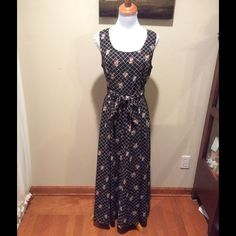 ❌ FINAL PRICE ❌ Chaus Dress SZ 10💞 Beautiful size 10 dress by Chaus!!??Look at pics for material info?? Chaus Dresses