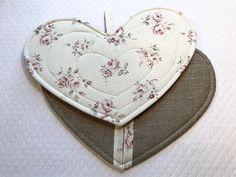 Paire de gants maniques en forme de coeur