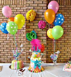 Ideas for easy and inexpensive party decor. Lots of fun Sweet Sixteen decorations. Sweet 16 Birthday, 16th Birthday, Birthday Fun, Birthday Parties, Birthday Ideas, Party Centerpieces, Birthday Party Decorations, Polka Dot Party, Sweet Sixteen Parties
