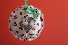 Coração de feltro bordado com fitas: passo a passo - sachê com lavanda! Diy, Christmas Bulbs, Holiday Decor, Home Decor, Ribbons, Diy Home, Step By Step, Creativity, Craft