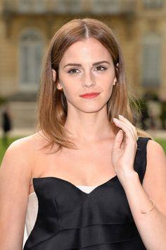 Emma Watson Photos - Front Row at Christian Dior