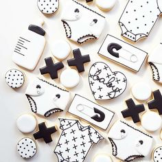 Monochrome baby shower cookies 👌🏼😍 by Nicci Webster Anyone … - Cupcake Baby Shower Ideen Galletas Decoradas Baby Shower, Galletas Cookies, Baby Cookies, Baby Shower Cookies, Cupcake Cookies, Sugar Cookies, Cookie Favors, Flower Cookies, Heart Cookies