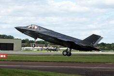 https://flic.kr/p/PLN1gT | F-35B Lightning II 168726 / VM-18 - VMFAT-501 MCAS Beaufort | Landing at Royal International Air Tattoo 2016, RAF Fairford. This was the types first appearance at a UK air show.