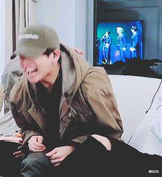 bts 2019 x jungkook & jhope gif Jhope Gif, Jungkook Smile, Jungkook Oppa, Bts Bangtan Boy, Taehyung, Jung Kook, Namjoon, Hoseok, Busan