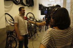 Barcelona Televisió en nuestra tienda-taller Bicitecla