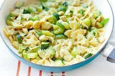 Pasta with zucchini and chicken in a curry sauce - Przepisy - Makaron Chicken Zucchini Pasta, Curry Sauce, Pasta Salad, Potato Salad, Dinner, Cooking, Ethnic Recipes, Curry Pasta, Chicken Curry