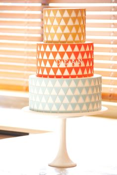 Geometric cake, I may have to do this for my wedding as I love geometric shapes! Art Deco Cake, Cake Art, Cupcakes, Cupcake Cookies, Pretty Cakes, Beautiful Cakes, Geometric Cake, Geometric Wedding, Geometric Shapes