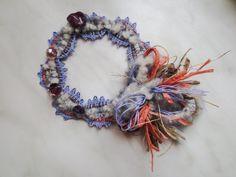 ヴエネツ展2015。トヨまるさまの作品。もこもこの毛糸にチャレンジして大成功の例。飾り部分もふんわりして、アート寄りに編めました。020/20150207