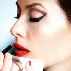 To get some inspiration for the power of red lips looks, see below the gallery I made for you! Find your perfect red lips make up and let's make yourself irresistible! Red Lipstick Makeup Looks, Eye Makeup, Day Makeup Looks, Makeup Tips, Beauty Makeup, Makeup Geek, Makeup Trends, Makeup Ideas, Hair Makeup