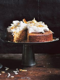 coconut cake with whipped coconut icing ♡ INGREDIENTS 2 eggs cups natural Greek-style (thick) yoghurt ½ cup melted coconut oil 2 teaspoons vanilla extract cup rapa. Gluten Free Coconut Cake, Coconut Icing, Coconut Cakes, Coconut Cream, Baking Recipes, Cake Recipes, Dessert Recipes, Brunch Recipes, Just Desserts