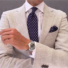 10 Common Men's Style Mistakes to Avoid, Source by redefininghandsome casual outfits Gentleman Mode, Gentleman Style, Mens Fashion Suits, Mens Suits, Suit Men, Mode Costume, Men With Street Style, Herren Outfit, Summer Suits