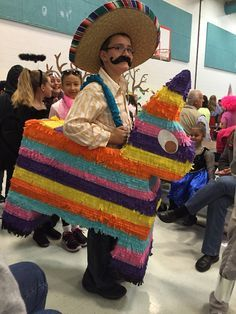 Inspiration & accessories for your DIY Piñata halloween costume idea Pinata Halloween Costume, Mexican Halloween Costume, Creative Halloween Costumes, Halloween Outfits, Food Costumes, Cute Costumes, Family Costumes, Costume Ideas, Halloween Books
