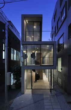 House in Takadanobaba by Florian Busch Architects. Love the powerful section