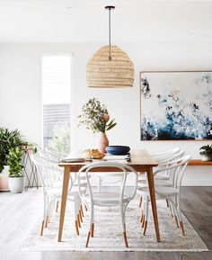 Get inspired by these dining room decor ideas! From dining room furniture ideas, dining room lighting inspirations and the best dining room decor inspirations, you'll find everything here! Luxury Dining Room, Dining Room Sets, Dining Room Design, Interior Design Kitchen, Room Interior, Dining Tables, Designer Dining Chairs, Dinning Room Art, Beach Dining Room