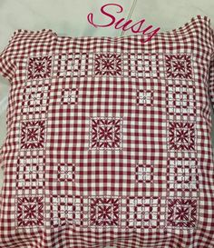 Resultado de imagem para bordado suizo paso a paso Sashiko Embroidery, Cross Stitch Embroidery, Hand Embroidery, Chicken Scratch Embroidery, Gingham Fabric, Hand Stitching, Needlework, Quilts, Sewing