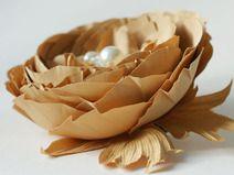 Seidenblumen als Accessoire zum Anstecken