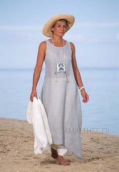 Blue linen gauze tunic with an off white harem-pant -:- AMALTHEE -:- n° 9 Linen Tunic, Linen Skirt, Boho Fashion, Fashion Outfits, Womens Fashion, White Harem Pants, Vetements Clothing, Fashion Over 50, Summer Outfits