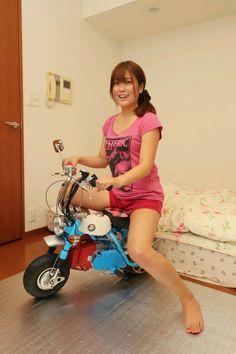 Small Motorcycles, Honda Motorcycles, Vintage Motorcycles, Custom Mini Bike, Custom Bikes, Vespa Girl, Scooter Girl, Lady Biker, Biker Girl
