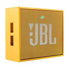 Met dit kekke mini speakertje kun je niet anders dan de pan uit swingen. Als is het in het park of midden op straat, wat maakt het uit. Iedereen moet juist blij zijn dat jij het verrassend krachtige geluid van de JBL Go speaker met ze deelt!
