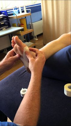 How to use zinc oxide tape for plantar fasciitis using a Low Dye technique