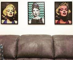 Meus quadros da Marilyn e da Audrey, à esquerda e centro.