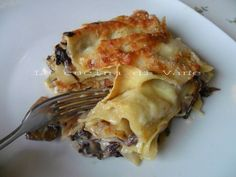 lasagne con radicchio funghi e scamorza, ricetta primo piatto appetitoso dai sapori decisi, che sposano benissimo tra loro. primo piatto della domenica