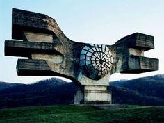 http://www.playgroundmag.net/noticias/actualidad/Yugoslavia-futurista_0_1442255773.html  ver varios solidos, aplicar en diseño industrial