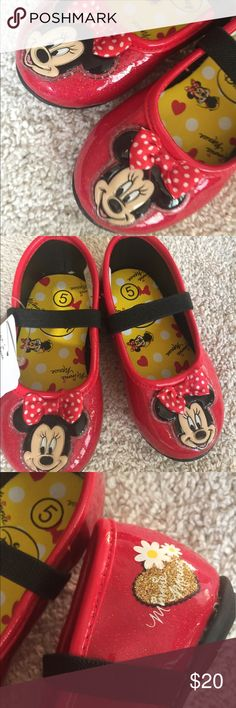 size 5 Minnie Mouse sparkle shoes 👠 Never worn with tags still attached, features Minnie Mouse on the toe and sparkles! Disney Shoes Dress Shoes