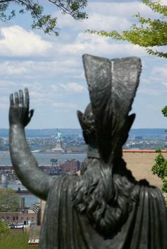 Minerva in the Green-Wood Cemetery -Brooklyn, New... | Atlas Obscura. VP: Waving at the Statue of Liberty