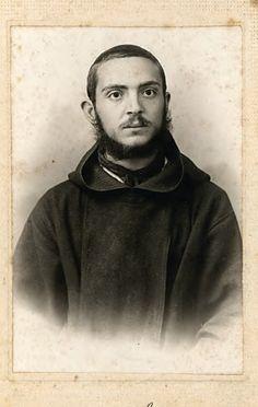 Fra Pio da Pietrelcina, giovane sacerdote, qui ritratto nell'ottobre 1911
