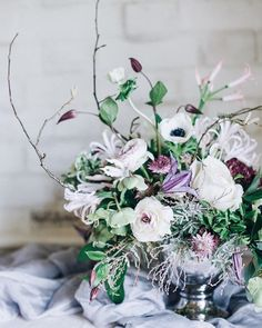 Stunning images of @mossandstoneuk and @tangleandthymes A Winter Gathering Workshop are featured today on the Flowerona blog together with an interview with Brigitte from Moss & Stone. Simply tap on the link in my profile to take a read. by @hannahduffyphotography. | #underthefloralspell #awintergatheringworkshop
