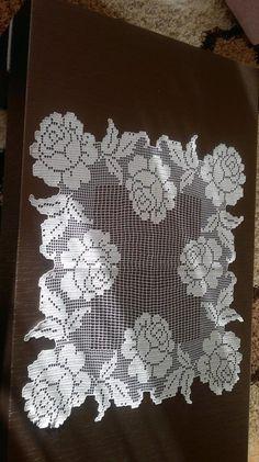 This Pin was discovered by Sim Crochet Cardigan Pattern, Crochet Motif, Crochet Doilies, Crochet Flowers, Knit Crochet, Crochet Patterns, Crochet Table Runner, Crochet Tablecloth, Embroidery Patterns