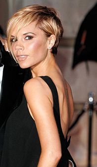Our September cover star and guest editor Victoria Beckham on her hairstyle highlights (and literal lowlights) through the years. Blonde Pixie Cuts, Short Hair Cuts, Short Hair Styles, Spring Hairstyles, Crown Hairstyles, Victoria Beckham Short Hair, Blonde Hair Black Girls, Haircuts For Wavy Hair, Beautiful Hair Color