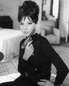 """""""La ragazza con la pistola"""", un film commedia con Monica Vitti, diretto nel 1968 da Mario Monicelli."""