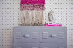 cheap home decor accessories uk Painting Metal Cabinets, Home Decor Styles, Diy Home Decor, Wallpaper Pink And White, Home Office, Geometric Wallpaper Design, Diy Casa, Home Workshop, Interior Design Business