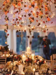 """Découvrez 15 décorations de table quand on dit """"oui"""" sous les feuilles d'automne."""
