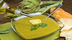 Come fare una zuppa di carciofi Una zuppa di carciofi è un primo piatto salutare che scalda il corpo e ravviva la tavola col suo profumo.