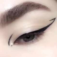 Eyeliner Make-up, Eyeliner For Hooded Eyes, Eyeliner Ideas, White Eyeliner Makeup, Black Eye Makeup, Korean Eyeliner, Coloured Eyeliner, Drugstore Eyeliner, Eyeliner Types