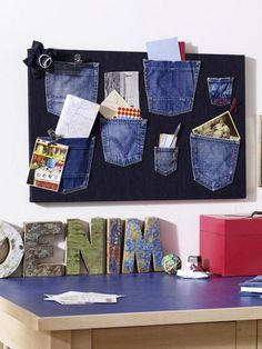 Use your old jeans! DIY this one might be fun for storing your sewing notions Diy Jeans, T Shirt And Jeans, Jean Crafts, Denim Crafts, Fabric Crafts, Sewing Crafts, Sewing Projects, Jean Diy, Denim Look