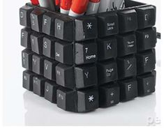 10 Fun Ideas for Recycling Your Old Computer Keyboard Keyboard Keys, Computer Keyboard, Computer Art, Alter Computer, Upcycled Home Decor, Upcycled Crafts, Diy Crafts, Desk Tidy, Tech Art