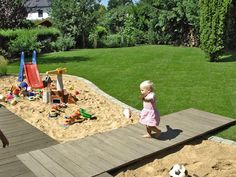 How to build a wooden deck with dock Kids Outdoor Play, Backyard For Kids, Wooden Terrace, Wooden Decks, Backyard Vegetable Gardens, Vegetable Garden Design, Kids Garden Toys, Trees For Front Yard, Stone Landscaping