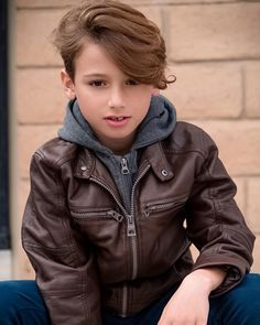 Young Cute Boys, Cute Teenage Boys, Teen Boys, Cute Kids, Handsome Kids, Kids Photography Boys, Boys Jeans, Boy Hairstyles, Leather Fashion