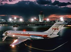 TWA Douglas with boarding ladder Aviation Forum, Aviation Industry, Civil Aviation, Jets, Domestic Airlines, Douglas Aircraft, Airplane Photography, Best Airlines, Passenger Aircraft